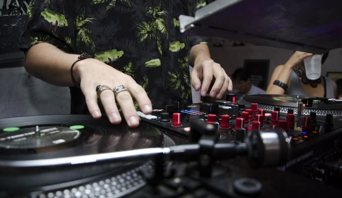 6 Best Turntables for Sampling: Giving Old Jams a New Spin