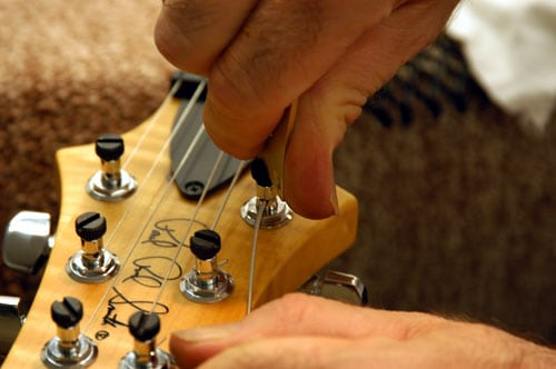 8 Best Locking Tuners to Keep Your Guitar Always in Tune
